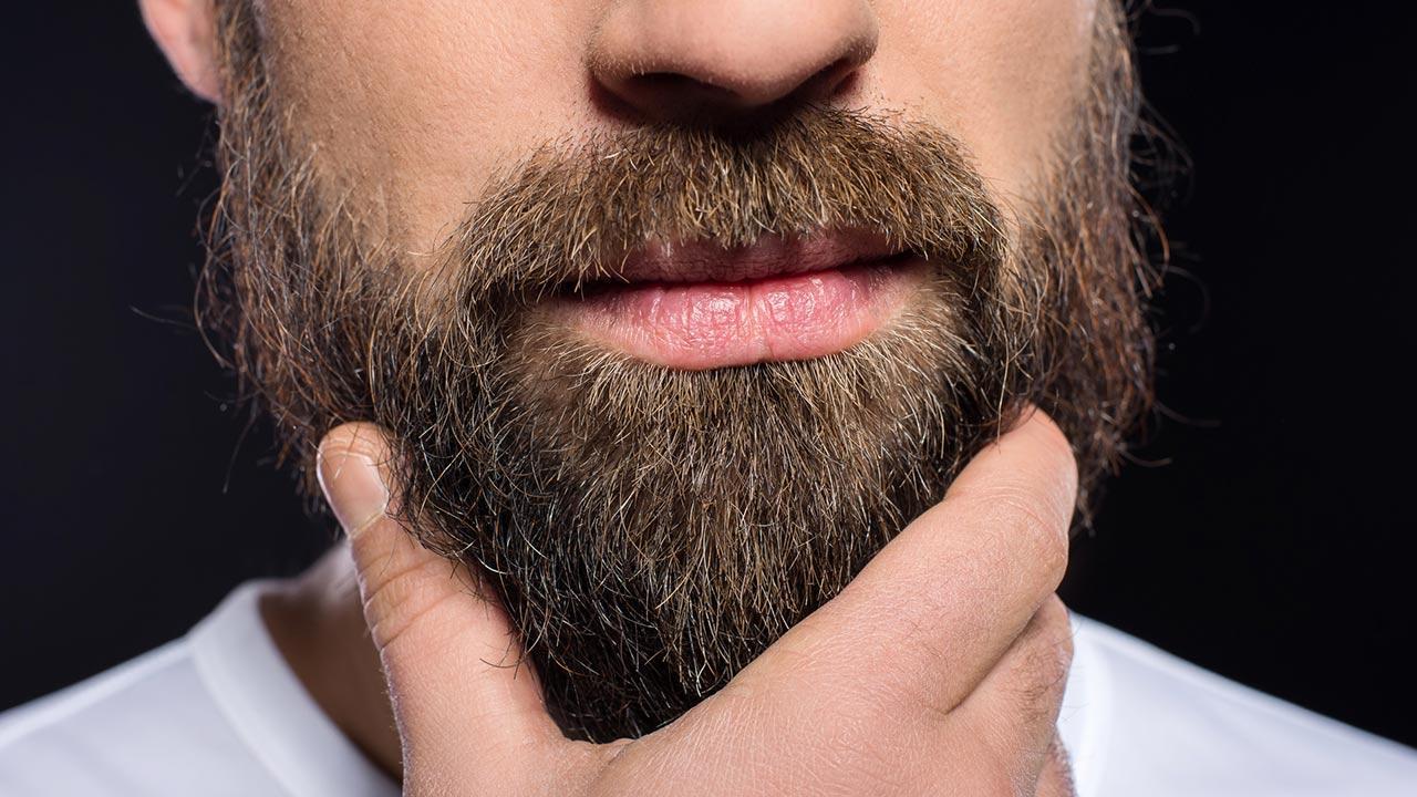 Die richtige Bartpflege im Winter - ein Mann mit einem Bart