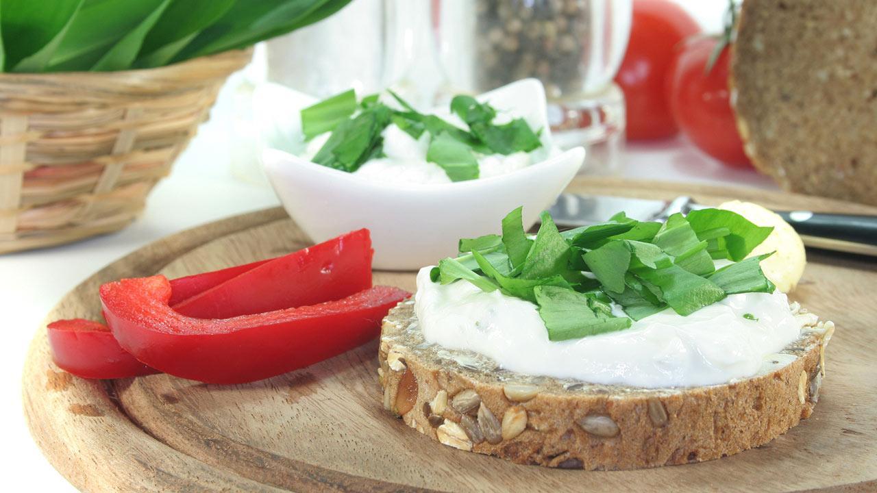 Die besten Bärlauchrezepte - Bärlauch-Feta Creme