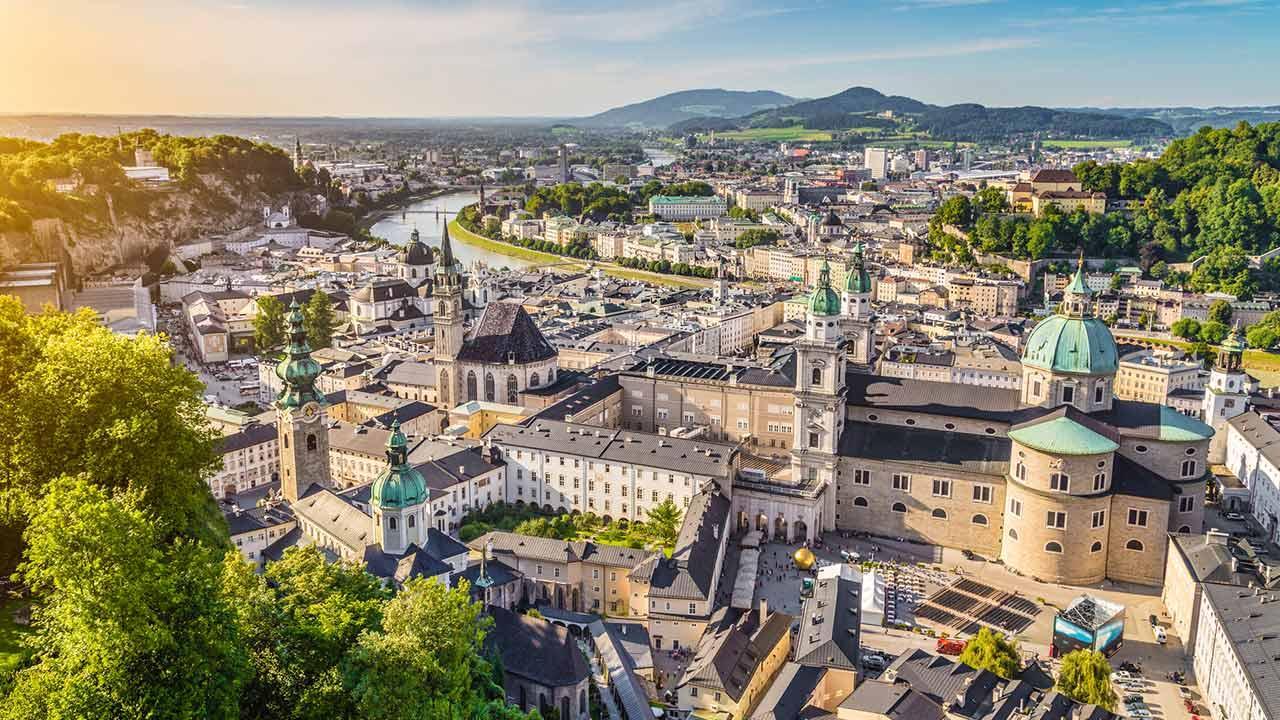 Frühlingssapziergang durch Salzburg Stadt - Panoramablick über Salzburg
