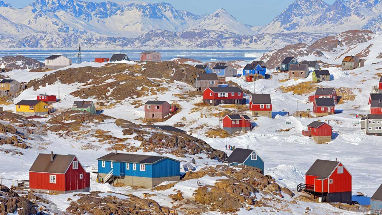 Kreuzfahrten in den Norden - Grönlandtour - bunte Häuser in Grönland